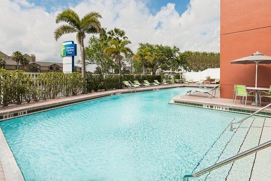 Holiday Inn Express Hotel & Suites Universal Studios Orlando: Pool