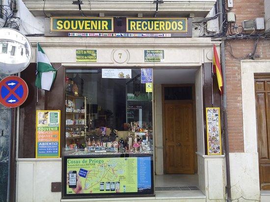 """Priego de Cordoba, Španija: el pueblo mas bonito tiene además su tienda física, se llama Cosas de Priego - SOUVENIR y abrimos todos los días (aunque los domingos por la tarde) los dejamos para nosotros. calle República Argentina,7 """"zona castillo"""""""