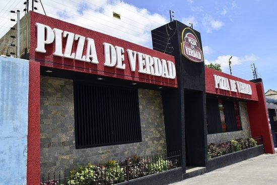 Pizza de Verdad es el mejor lugar para compartir en familia. Disfruta de nuestras deliciosas pizzas todos los días desde las 11:00 am hasta las 10:00 pm.  Visitamos, estamos ubicados en Yaritagua, Av. Padre Torre entre calles 15 y 16.
