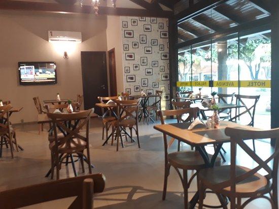 Hotel Avenida: Café da manhã