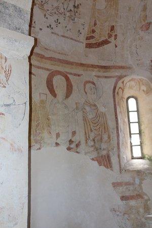 Eglise de Burnand : Le décor roman aprés restauration - Les apôtres