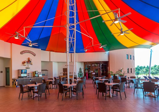 Seadust Cancun Family Resort: Carrousel is the idyllic space to rest and relax outdoors with your favorite snack.