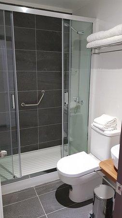 Padre las Casas, شيلي: cada habitación cuenta con un baño privado, Lodge Espacio Vert.