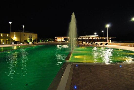 Borgo Don Chisciotte: piscina e giochi d'acqua