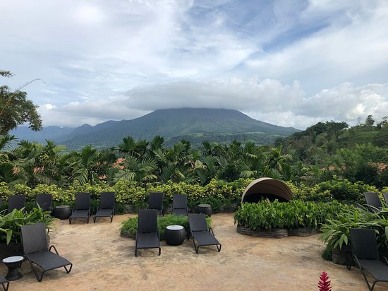 The Springs Resort and Spa: Beautiful views of the volcano.