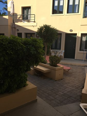 Rainbow Apartments : Courtyard outside the apartments -