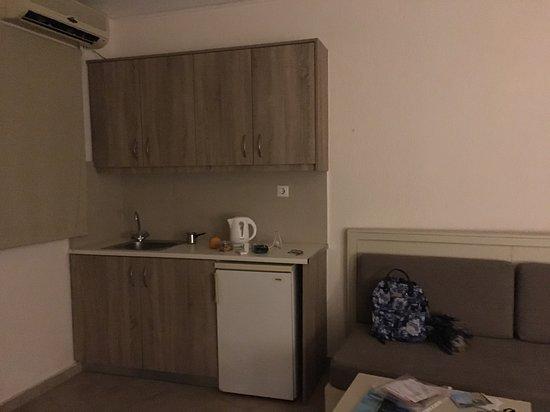 Rainbow Apartments : Kitchen area