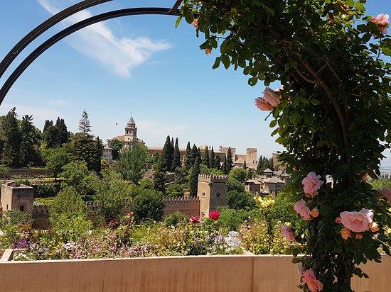 Granada, Spain: vu sur le palais depuis le jardin