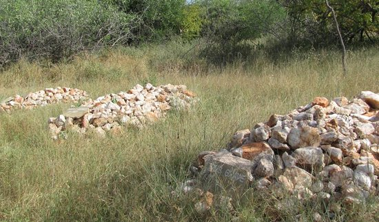 Garissa, Kenia: The graves: George Adamson, Terrence(his brother) and Lion