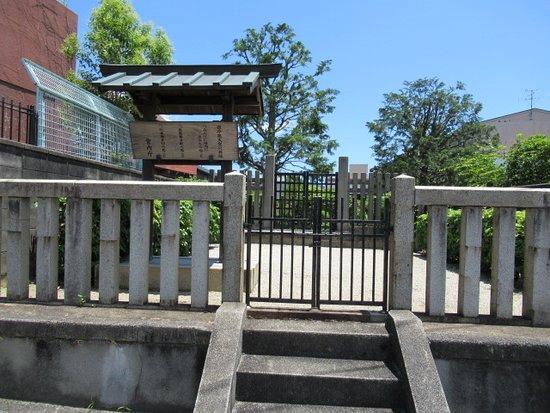 Emperor Go-Reizei Cremation Mound