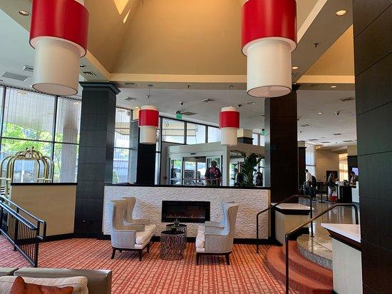 Sonesta White Plains: Lobby