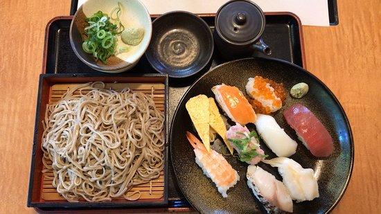 豚ロースすき焼定食 と 寿司八貫盛定食(そば付) (2019/06/17)
