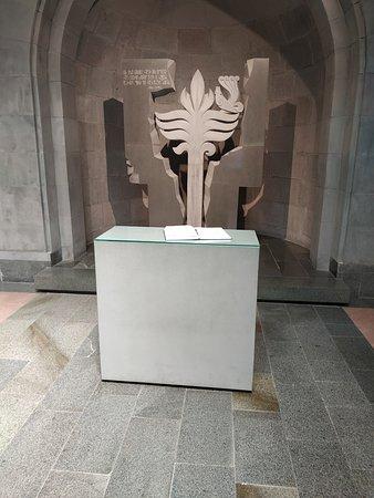 Armenian Genocide Museum: צלב הנצחה לנטבחים הארמנים