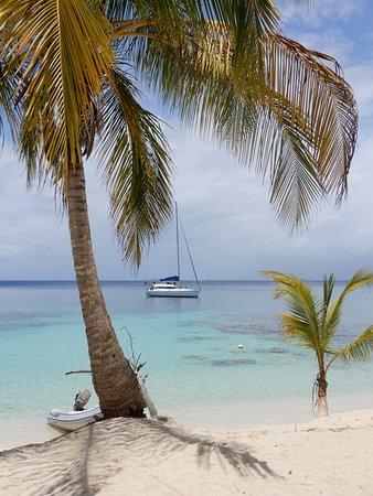 Amande 1 anchored at San Blas Islands