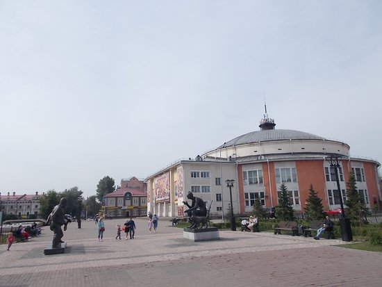 The Leonid Gaidai Statues, there are two statues, are located in Labor Square. Hard to see but Mr. Gadai is on the right. The Comedy Trio are on the left. The Irkutsk Circus is in the right background.