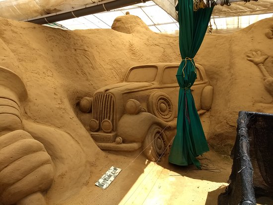 Mysore Sand Sculpture Museum: Antique car