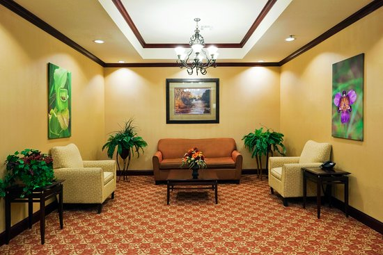 Holiday Inn Express - Hotel & Suites: Lobby