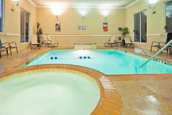 Holiday Inn Express - Hotel & Suites: Pool