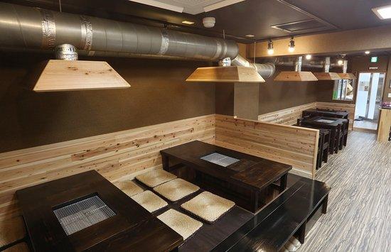 """日本の伝統""""囲炉裏""""で本格的海鮮焼き! 本格的な炭火焼を東京下町の吾妻橋で味わい下さい。"""