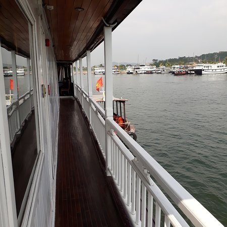Dynasty Cruises Halong: outside the room.