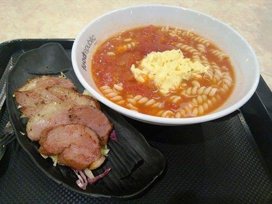 Food Republic - Olympian City: 煙燻鴨胸蕃茄濃湯螺絲粉