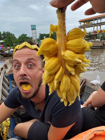 We have a day with a launch experience to go to the floating market for the great water. The contact of the Taskrough Vestasa 1 day.