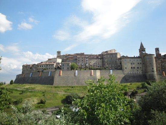 Chiusi della Verna, Italie : Anghiari , da Chiusi d.v. scendendo verso Arezzo si svolta a destra indicazioni per CapreseM. si prosegue percorrendo una strada panoramica.