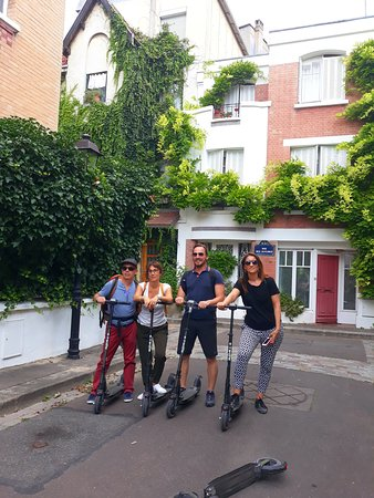La Trottinette: Tour on electric scooter in the real Paris, no touristic with a guide just for you.  Until 4 people