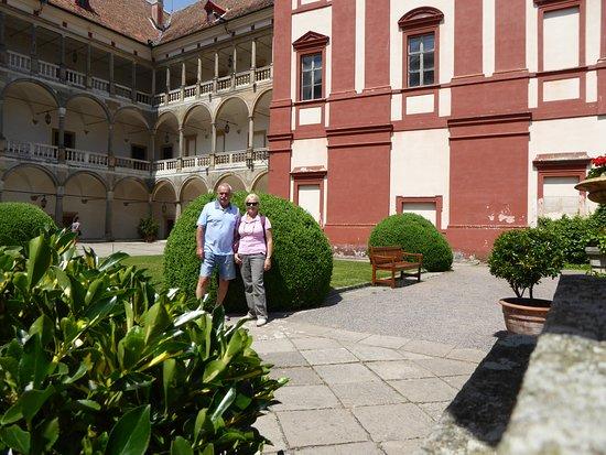 Opocno, Csehország: Nádvoří zámku Opočno