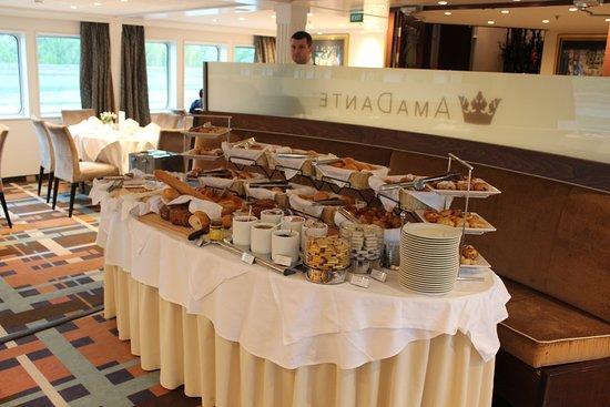 AmaDante: Breakfast breads were great