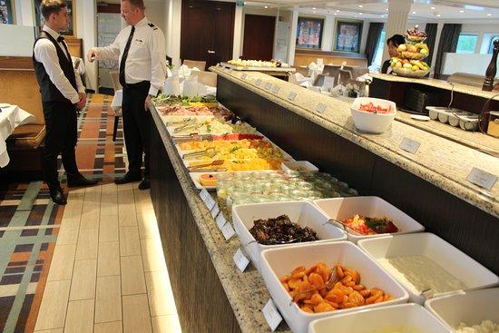 AmaDante: Breakfast spread