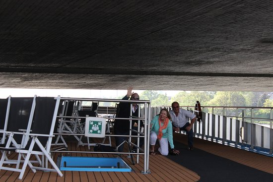 AmaDante: I think they missed clearing the top deck when we went under this bridge. That didn't happen on the next bridge.