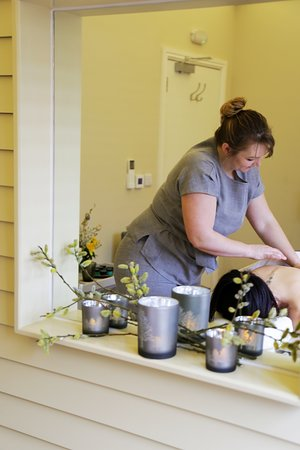 Horton, UK: Come to the day spa for a relaxing massage or facial