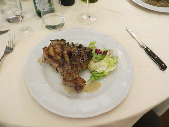 Girarrosto Fiorentino: Excellent menu,wine and deserts!