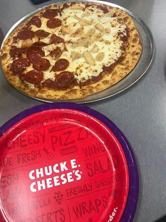 chuck e cheese pizza