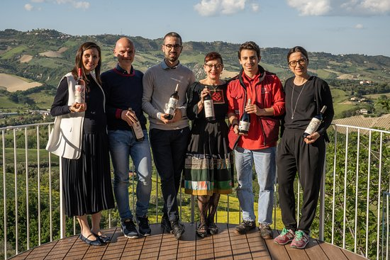 "Ripatransone, Italia: Tenuta Cocci Grifoni Team on new PATIO ""I CALANCHI"""
