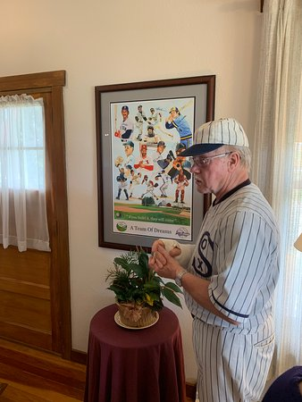 Field of Dreams Movie Site Guided Home Tour in Dyersville: Field of Dreams - Tour Guide - Clarence