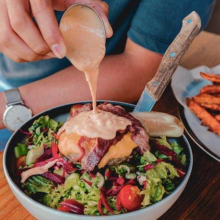 The Fountains: Who said salads are boring? Low in carbs, high in AMAZING!  Tag a #paleo pal and head to @blacktapad #CascadeYas 💪  من قال أن السلطة قد تكون مملة؟ هذه السلطة منخفضة الكربوهيدرات، ومذهلة للغاية!