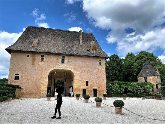 Un beau château, doté d'une terrasse sur la Vézère très nature, mais une visite qui m'a laissé sur ma faim