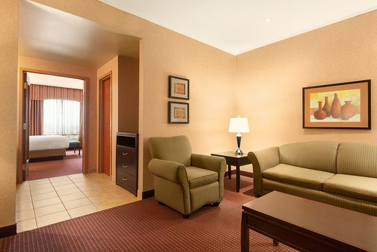 1 King Bed Deluxe Suite