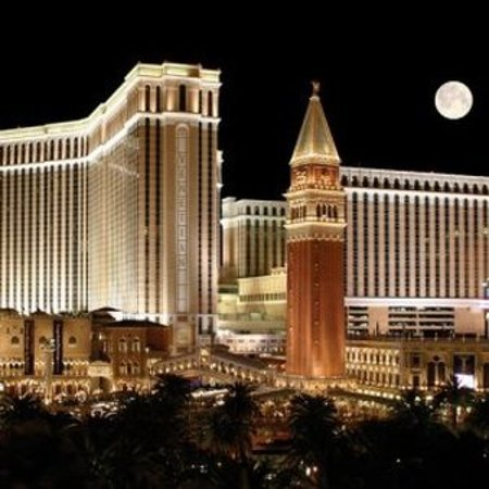 Best picture location las vegas to stay at on strip