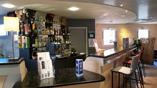 Holiday Inn Express Grenoble - Bernin : Bar/Lounge