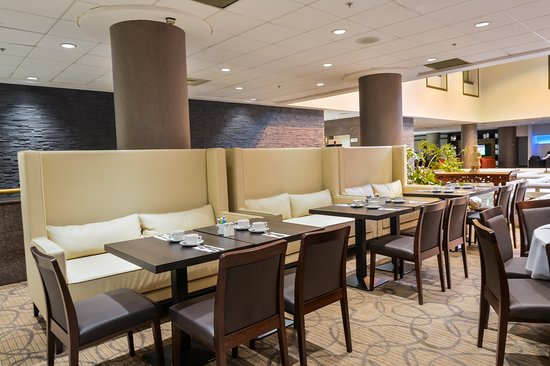 Holiday Inn Montreal Centreville Downtown: Restaurant