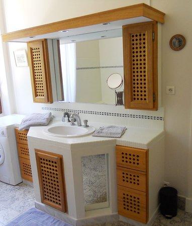 Salle de bains de la suite familiale Rose Trémière - Villa Hanna - Gard - France
