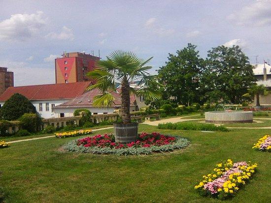 Lipnik nad Becvou, สาธารณรัฐเช็ก: Krásné prostředí v LIpníku nad Bečvou navíc spojené z výstavou obrázků malířky a herečky Ivy Hüttnerové.