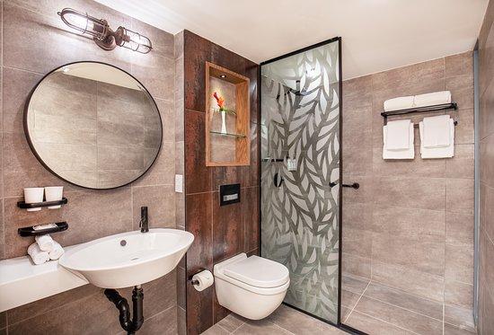 Standard Queen Bathroom 2