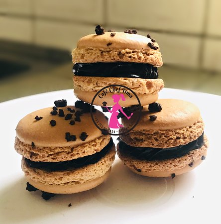 Coffee macaroons filled with dark chocolate
