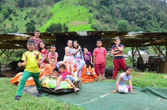 Parque Ecoturistico y Extremo Yaguare: niños de juntas