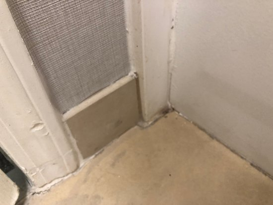 Mold and dirt in the bathroom
