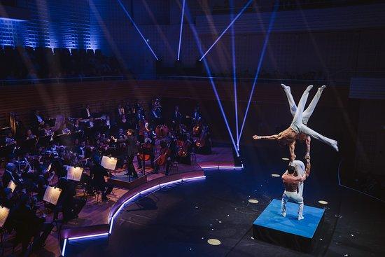 A Circus Symphony im KKL Luzern vom Februar 2019 mit der Philharmonie Baden-Baden und Artisten von Cirque du Soleil.